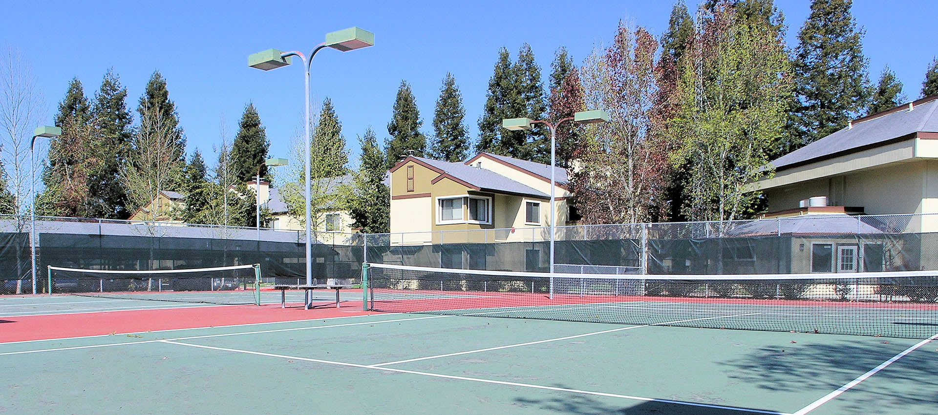 Tennis court at Park Ridge Apartment Homes
