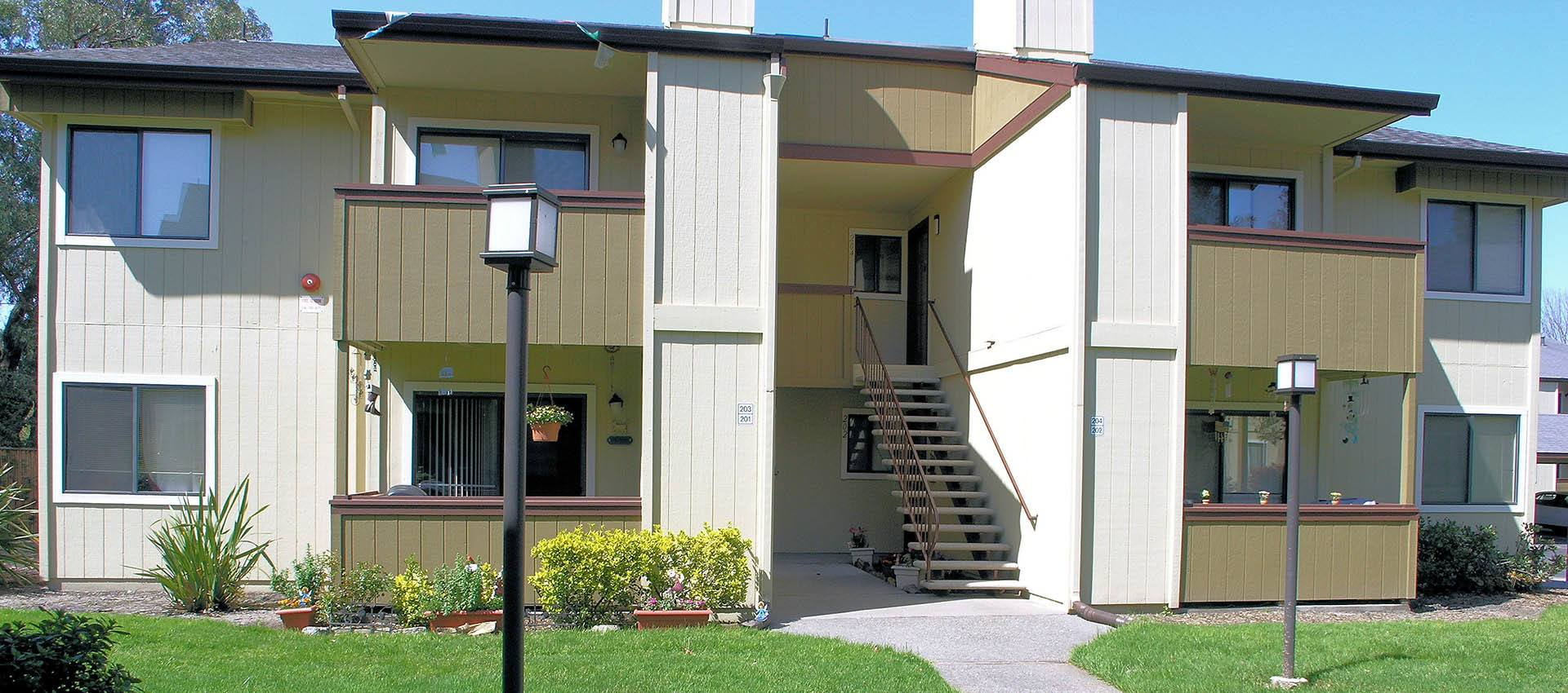 Exterior of Park Ridge Apartment Homes in Rohnert Park, CA