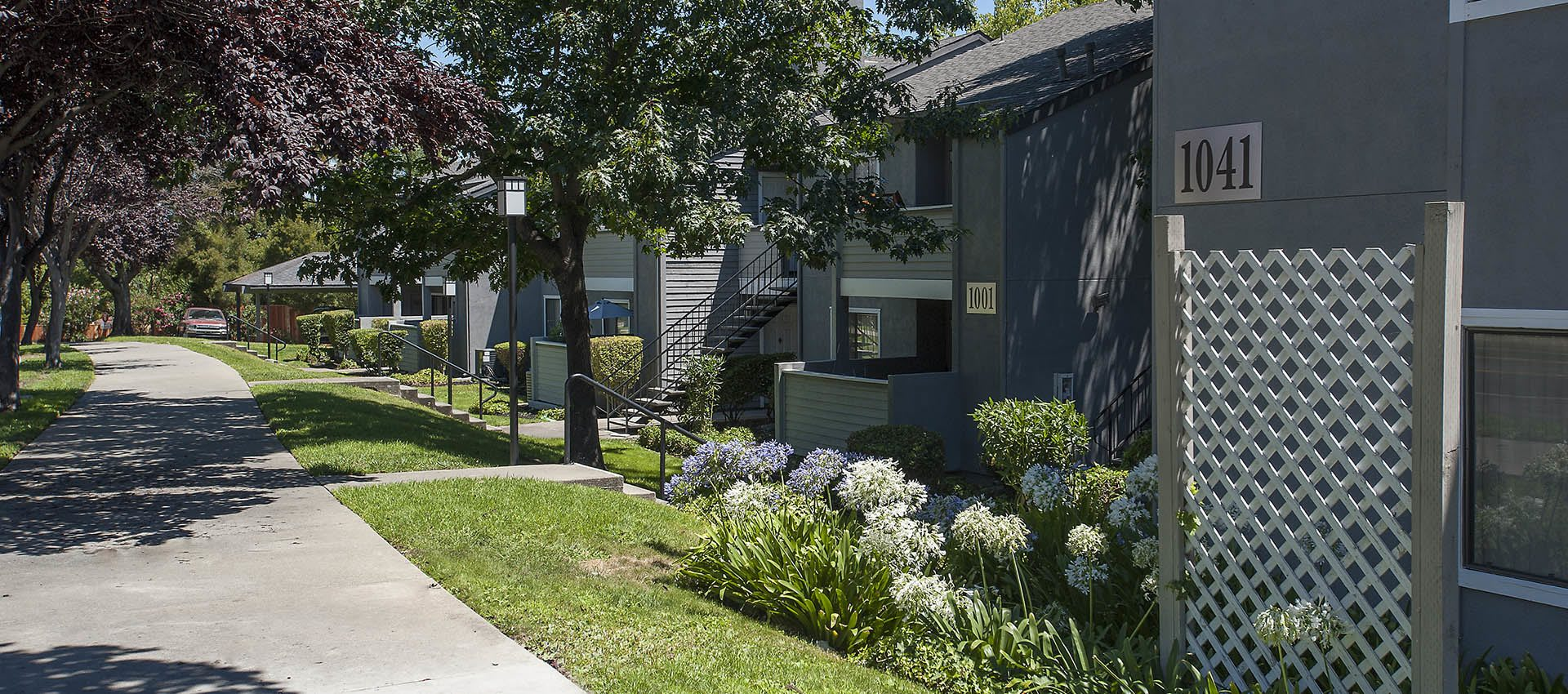 Nicely Landscaped Yards at Plum Tree Apartment Homes in Martinez, California