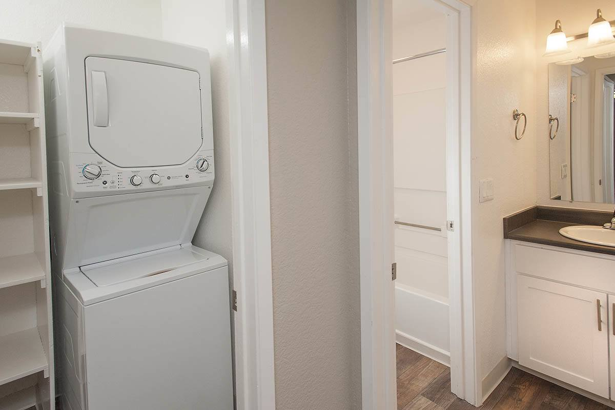 Washer And Dryer at Plum Tree Apartment Homes