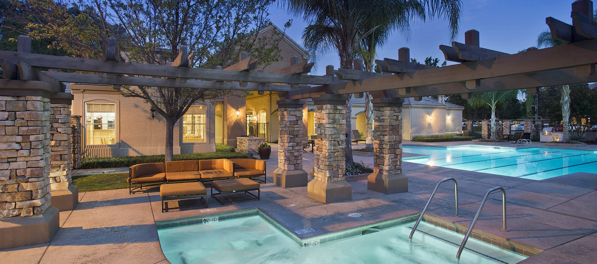Expansive Pool Deck with Spa at River Oaks Apartment Homes in Vacaville