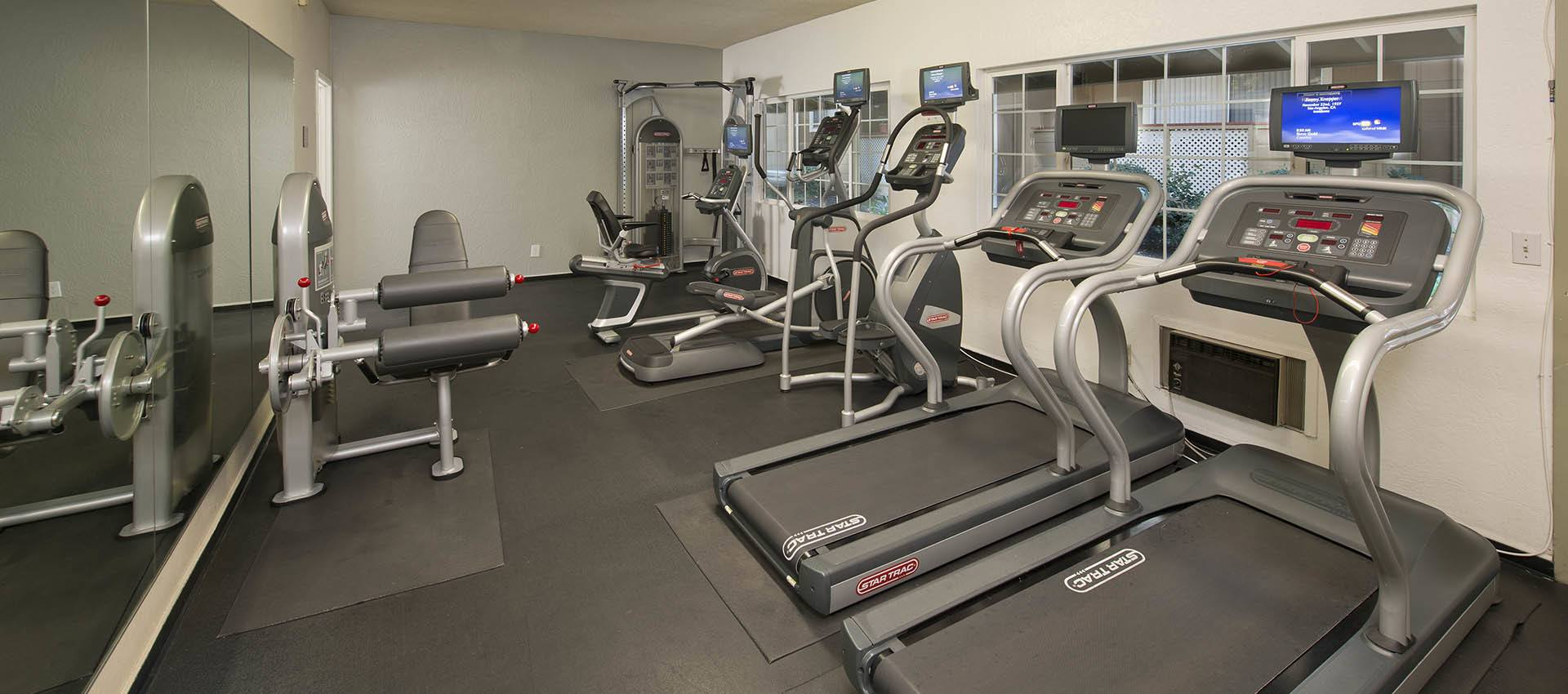 Fitness Center at Shadow Oaks Apartment Homes in Cupertino