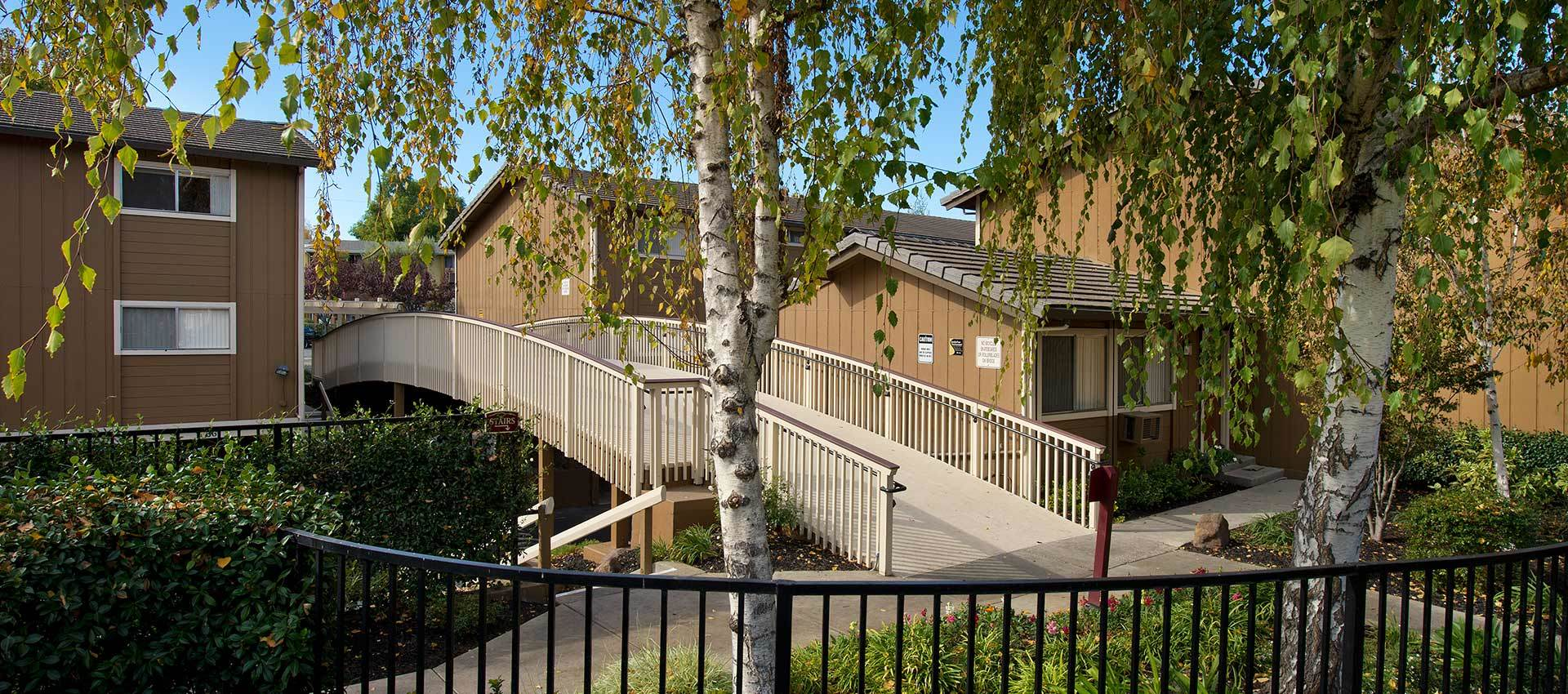 Mature Landscaping at Shadow Oaks Apartment Homes in Cupertino
