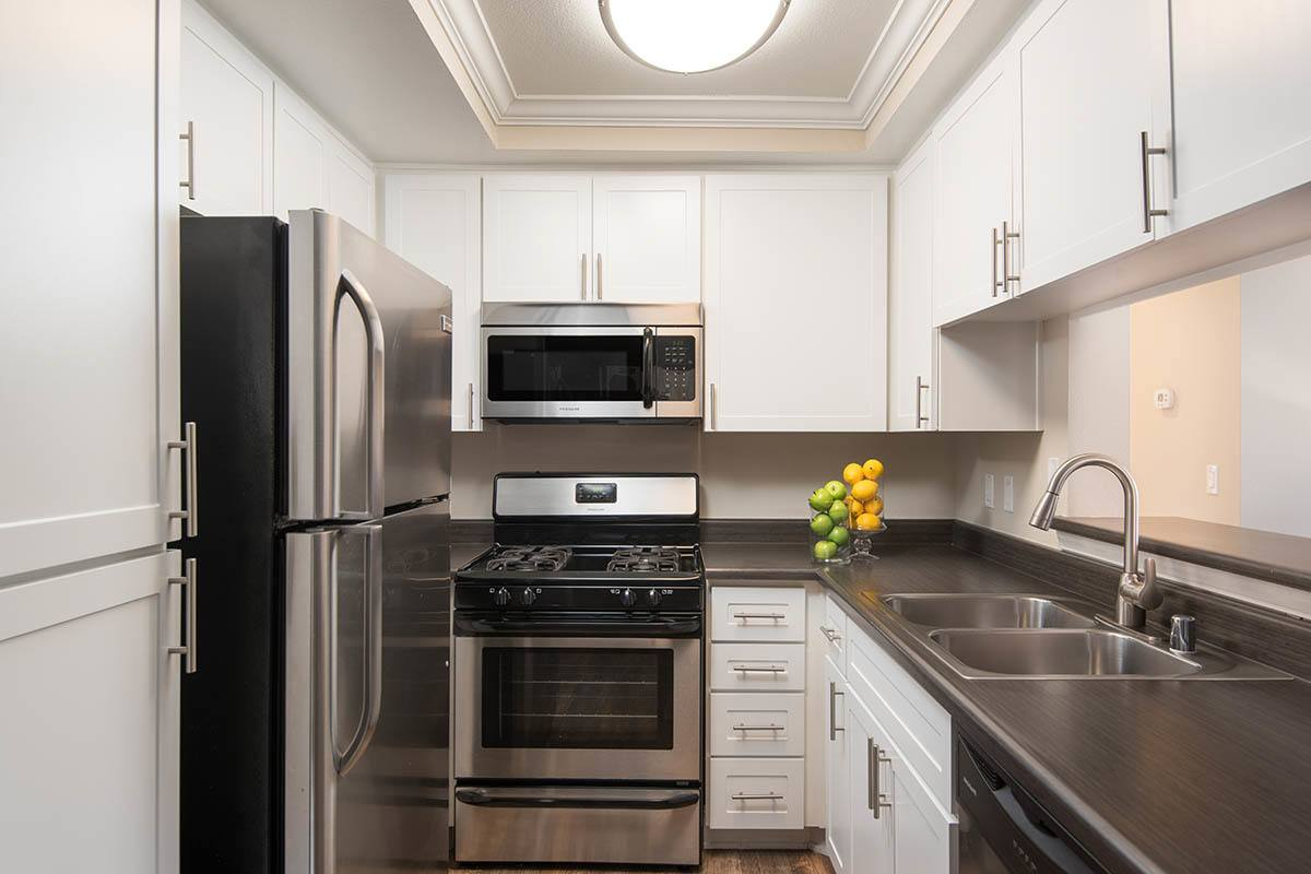 Standard kitchen layout at apartments in Simi Valley
