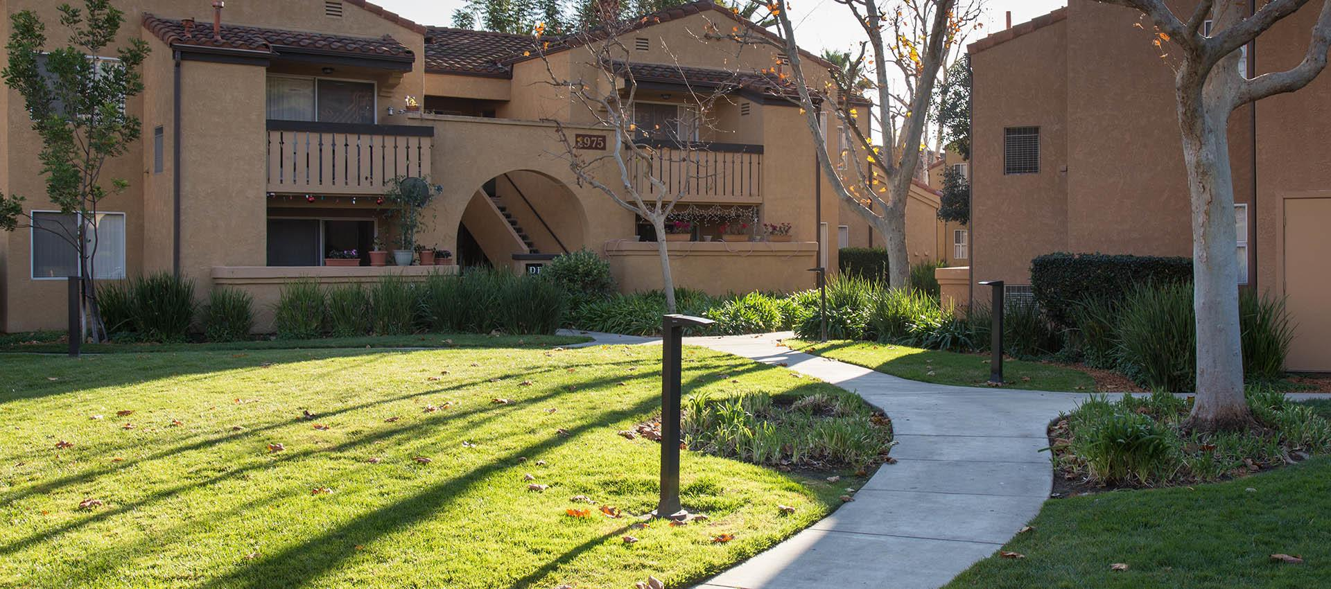 The grounds at Shadow Ridge Apartment Homes in Simi Valley, CA