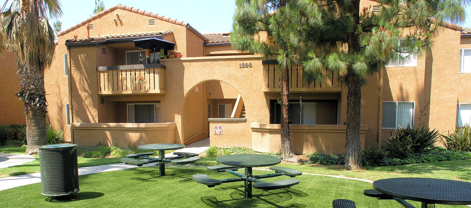 Picnic Areas at Shadow Ridge Apartment Homes in Simi Valley