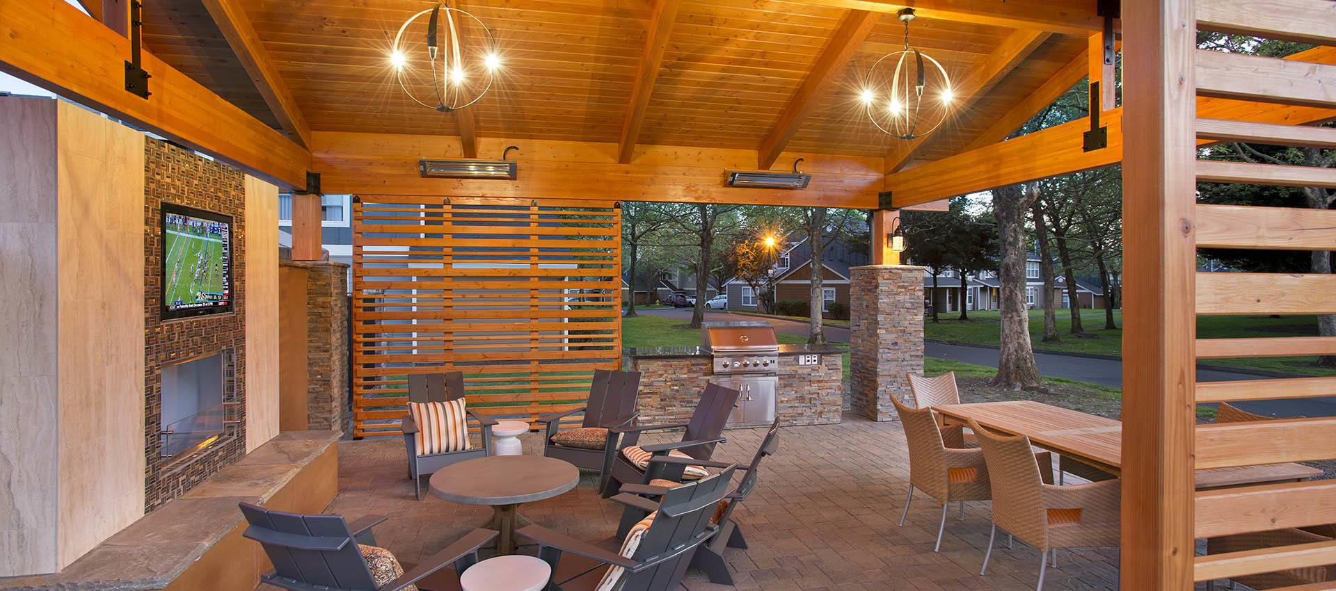 Outdoor Pavillion with Heaters at Slate Ridge at Fisher's Landing Apartment Homes in Vancouver