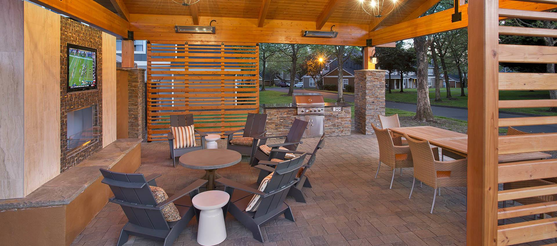 Outdoor seating at Slate Ridge at Fisher's Landing Apartment Homes in Vancouver, WA
