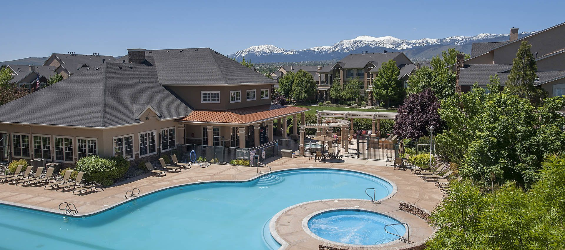 The pool and clubhouse at The Vintage at South Meadows Condominium Rentals in Reno