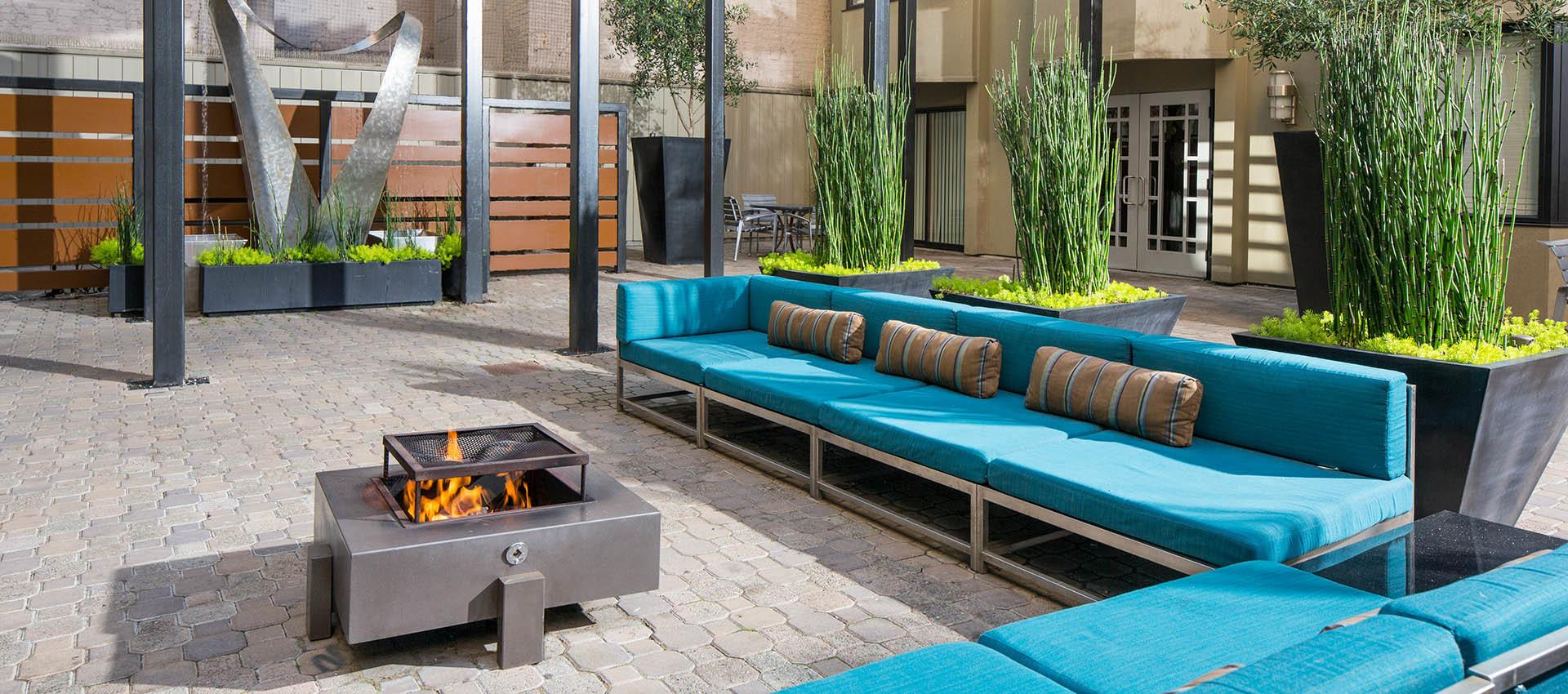 Outdoor Seating at Tower 737 Condominium Rentals in San Francisco