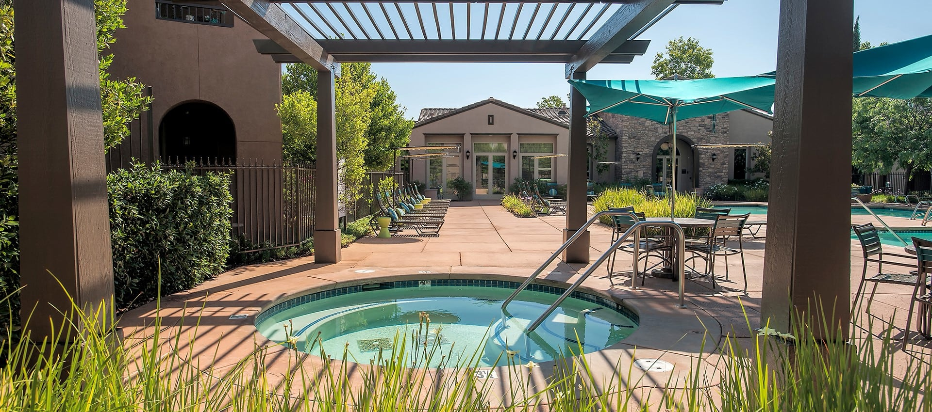 Hot tub at Venu at Galleria Condominium Rentals in Roseville, California