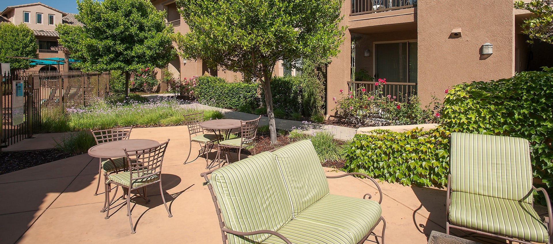 Outdoor seating at Venu at Galleria Condominium Rentals in Roseville, California