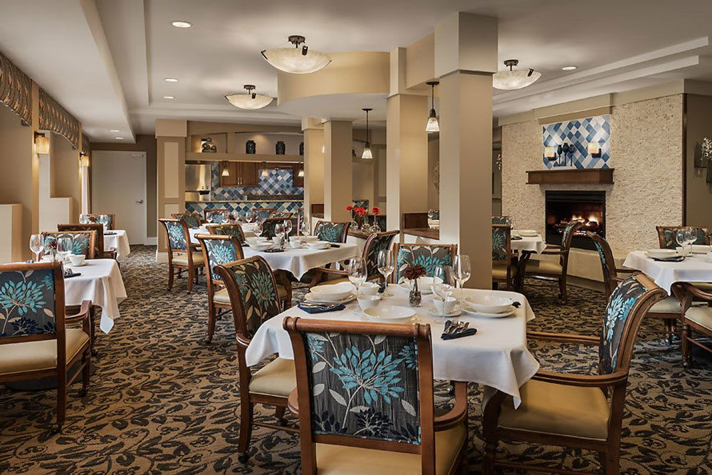 Photos of cedarbrook of bloomfield hills in bloomfield for Senior living dining room