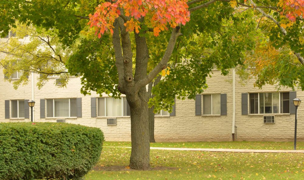 Fall Exterior At Lincoln Crest Apartments In West Allis