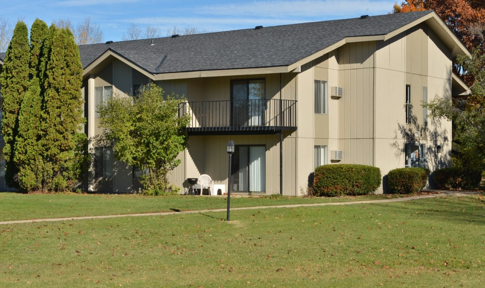 The grounds at Parquelynn Village Apartments in Nashotah, WI are well manicured