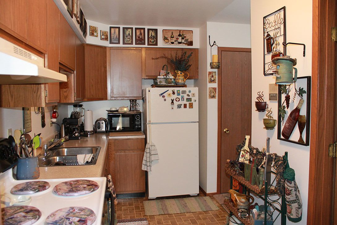 Model kitchen at Heather Downs Apartments