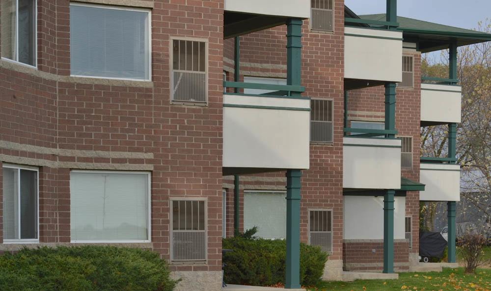Exterior Of Hidden Oak Apartments In Pleasant Prairie