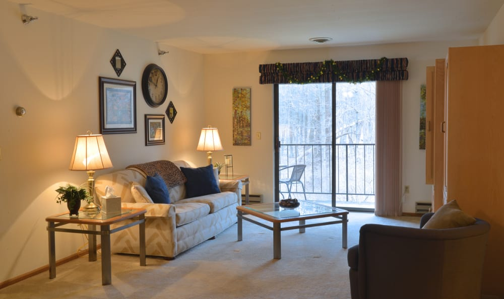 An example living room at Pinewood Creek in New Berlin, WI