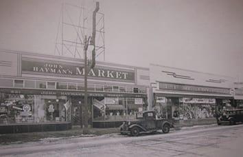 John Hayman opens first self-service market in Birmingham, MI, in 1927.