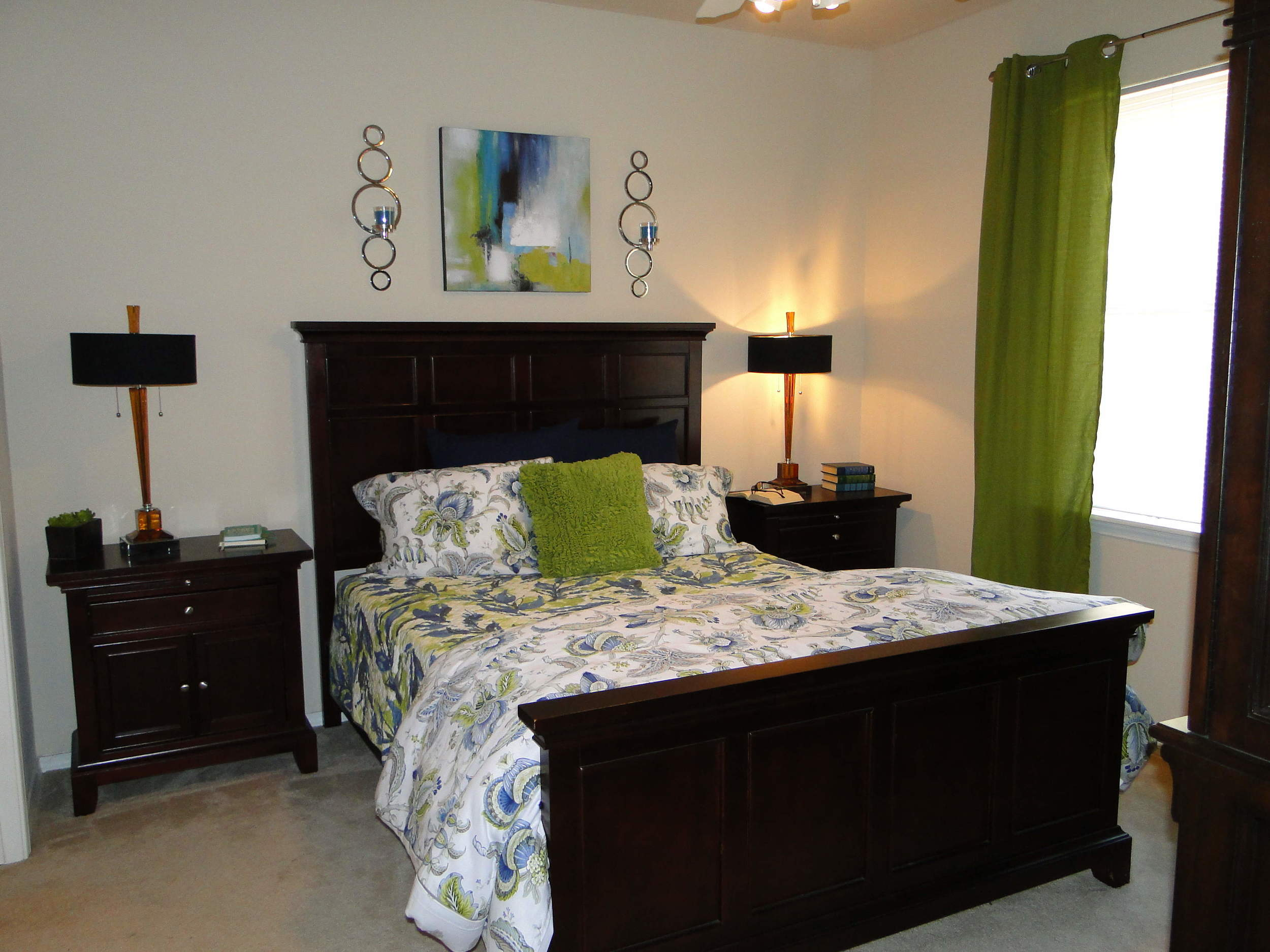The bedrooms have plenty of room for your furniture set here at Arioso Apartments & Townhomes in Grand Prairie, TX