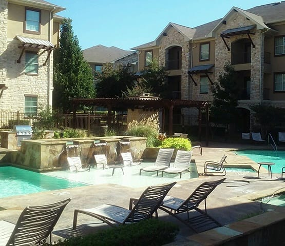 Luxurious amenities abound at Arioso Apartments & Townhomes in Grand Prairie.