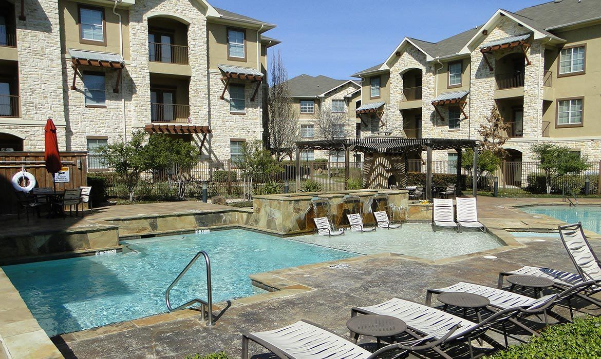 Arioso Apartments in Grand Prairie, TX has an absolutely gorgeous swimming pool area.