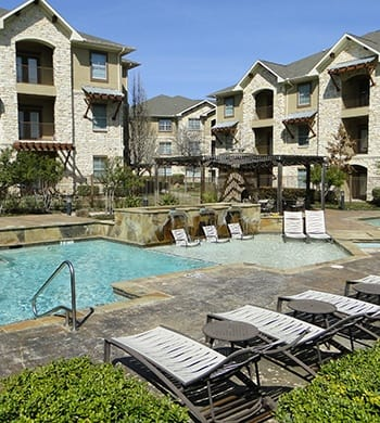 Great schools, wonderful employers, excellent entertainment, and more await residents of Arioso Apartments & Townhomes in Grand Prairie!