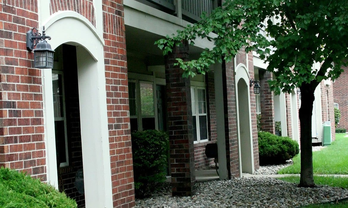 Come see the luxury that awaits you at Fairlane Meadow Apartments in Dearborn, MI; schedule your tour today!