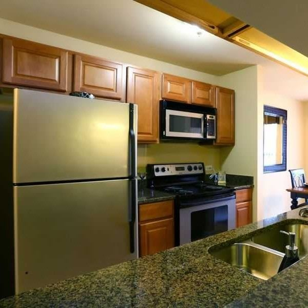 Clover Ridge East Apartments in Palatine, IL has luxury apartments for rent; schedule your tour today!
