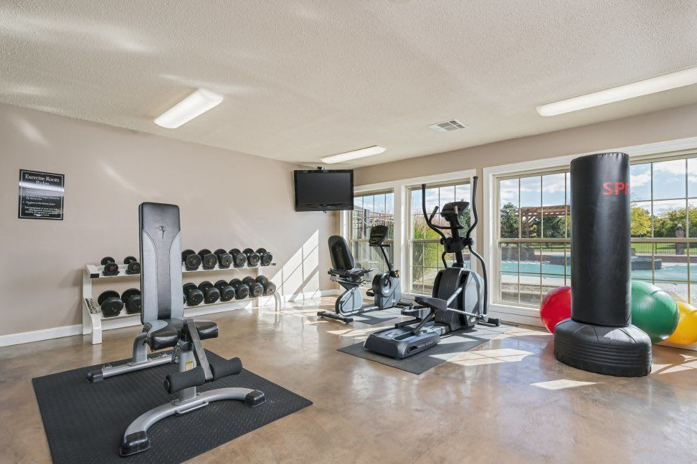 Fitness center at Hamptons of Cloverlane Apartments in Michigan