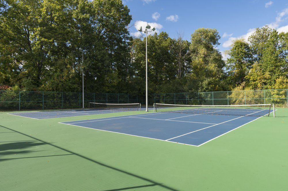Tennis court at Hamptons of Cloverlane Apartments in Michigan
