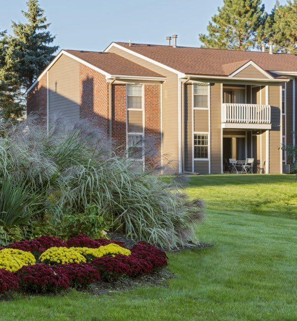 Hamptons of Cloverlane Apartments in Ypsilanti, MI has luxury apartments for rent; schedule your tour today!