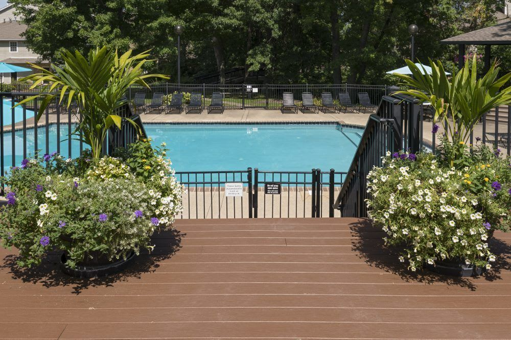Sturbridge Square Apartments pool