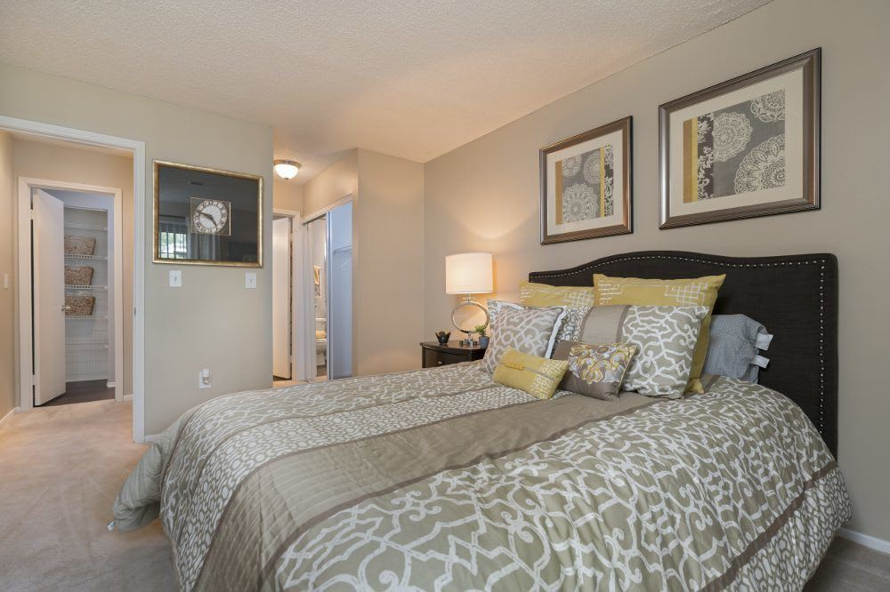 Well decorated bedroom at Sturbridge Square Apartments