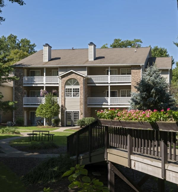 Sturbridge Square Apartments in Westlake, OH has luxury apartments for rent; schedule your tour today!