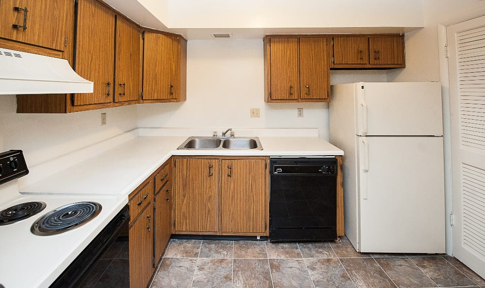 Kitchen amenities at Hawthorne Hills Apartments