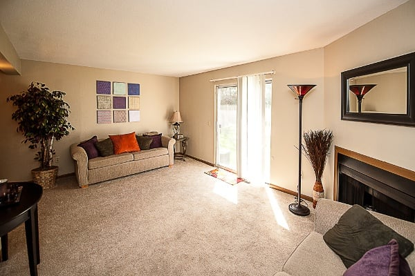 Living area at Spring Hollow Apartments in Toledo, OH