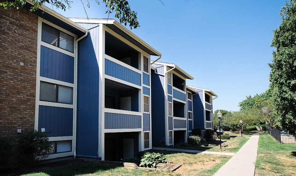 Exterior view of The Woodlands Apartments in Toledo, OH