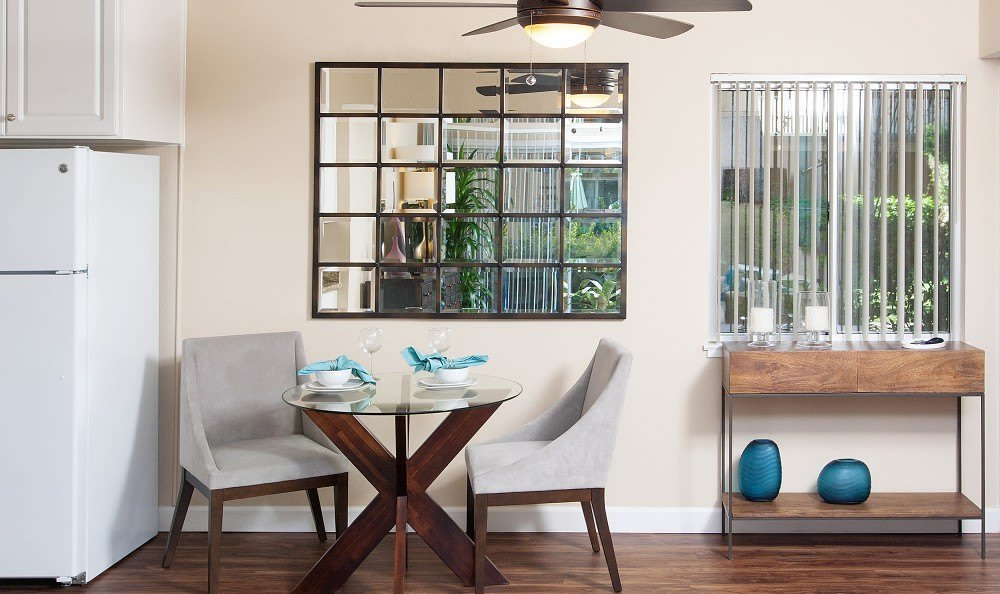 Dining area at Greenpointe Apartment Homes in Santa Clara, CA