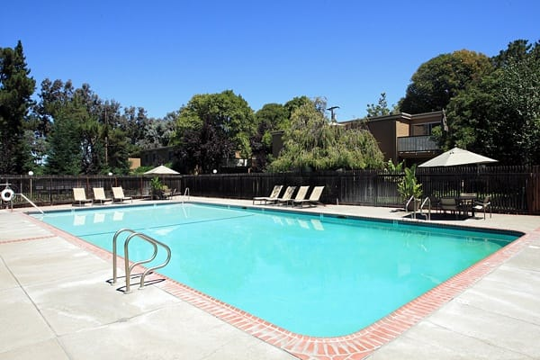 Large pool at Greenpointe Apartment Homes in California