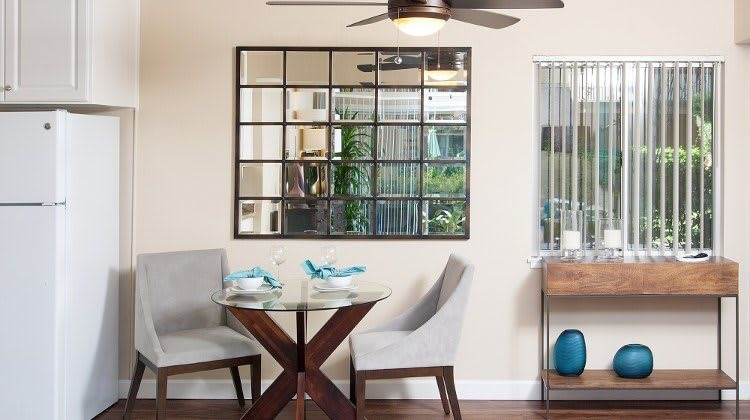 Dining area at Greenpointe Apartment Homes