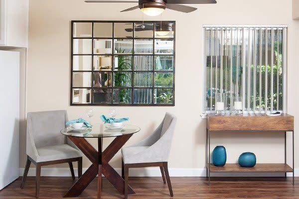 Dining area at Greenpointe Apartment Homes in California