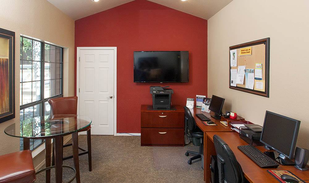 Business center at Shadow Creek Apartment Homes