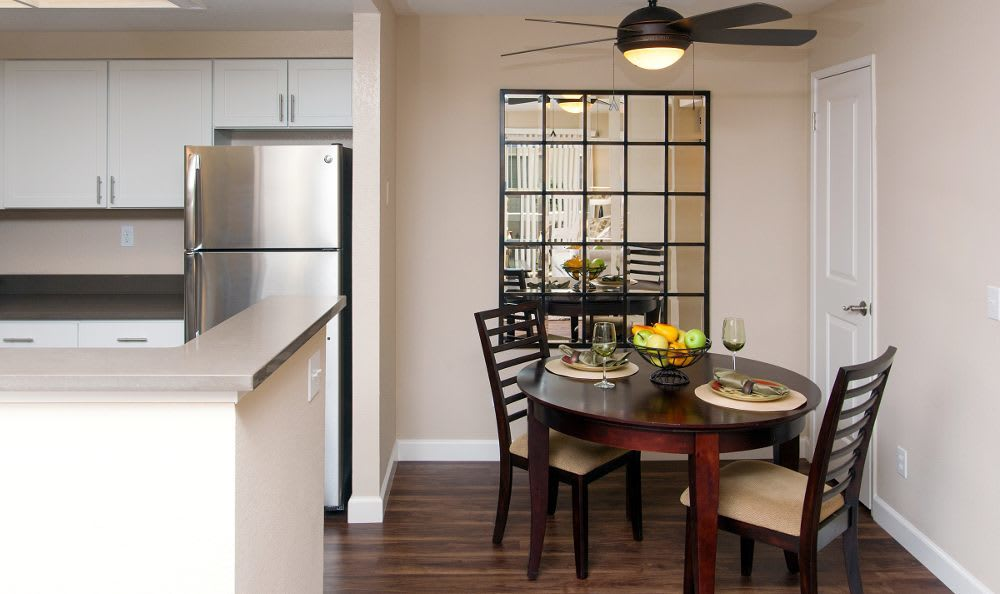 Dining area at Vintage Ridge Apartment Homes