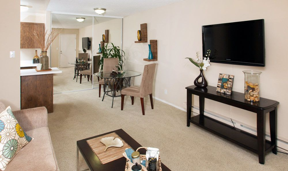 Spacious living room at Lincoln Glen