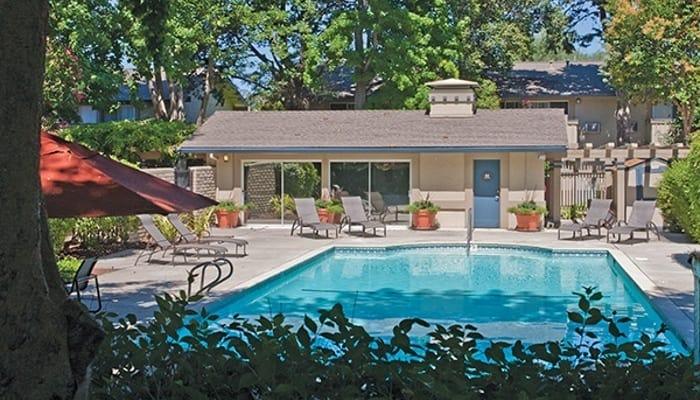 Refreshing swimming pool at Del Prado in Pleasanton