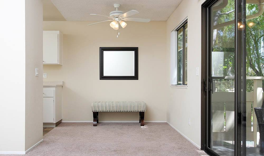 Dining Room Area At Central Park Apartments