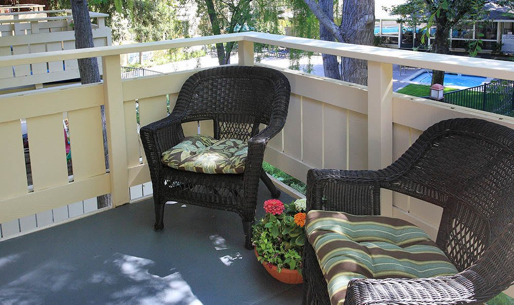Patio Furniture At Central Park Apartments