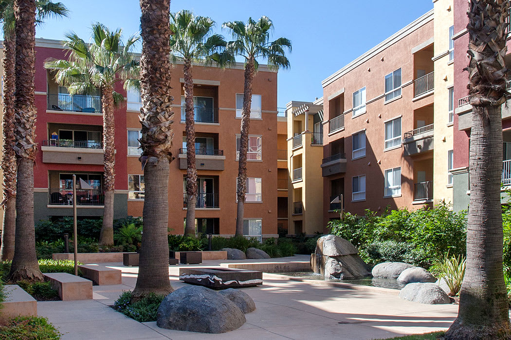 The community areas at Waterford Place Apartments are gorgeous