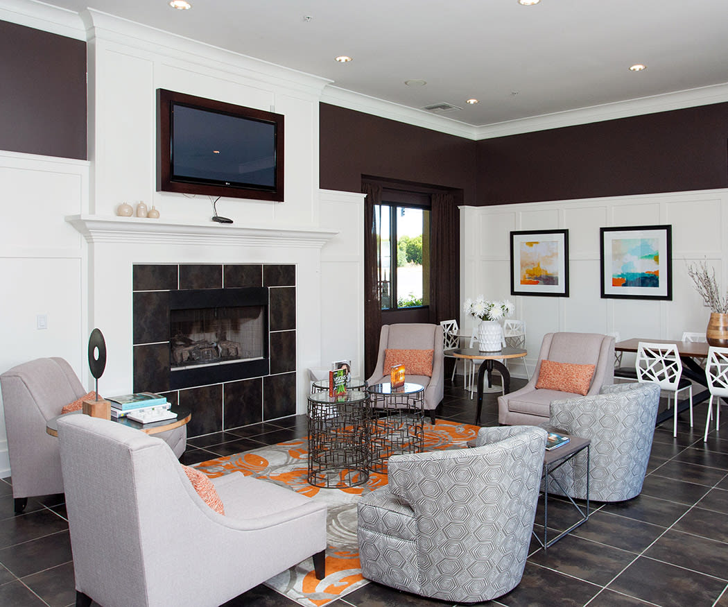 Entertain large groups in the luxurious clubhouse at Waterford Place Apartments
